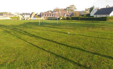 Le terrain de foot, zone commune, zone de fête